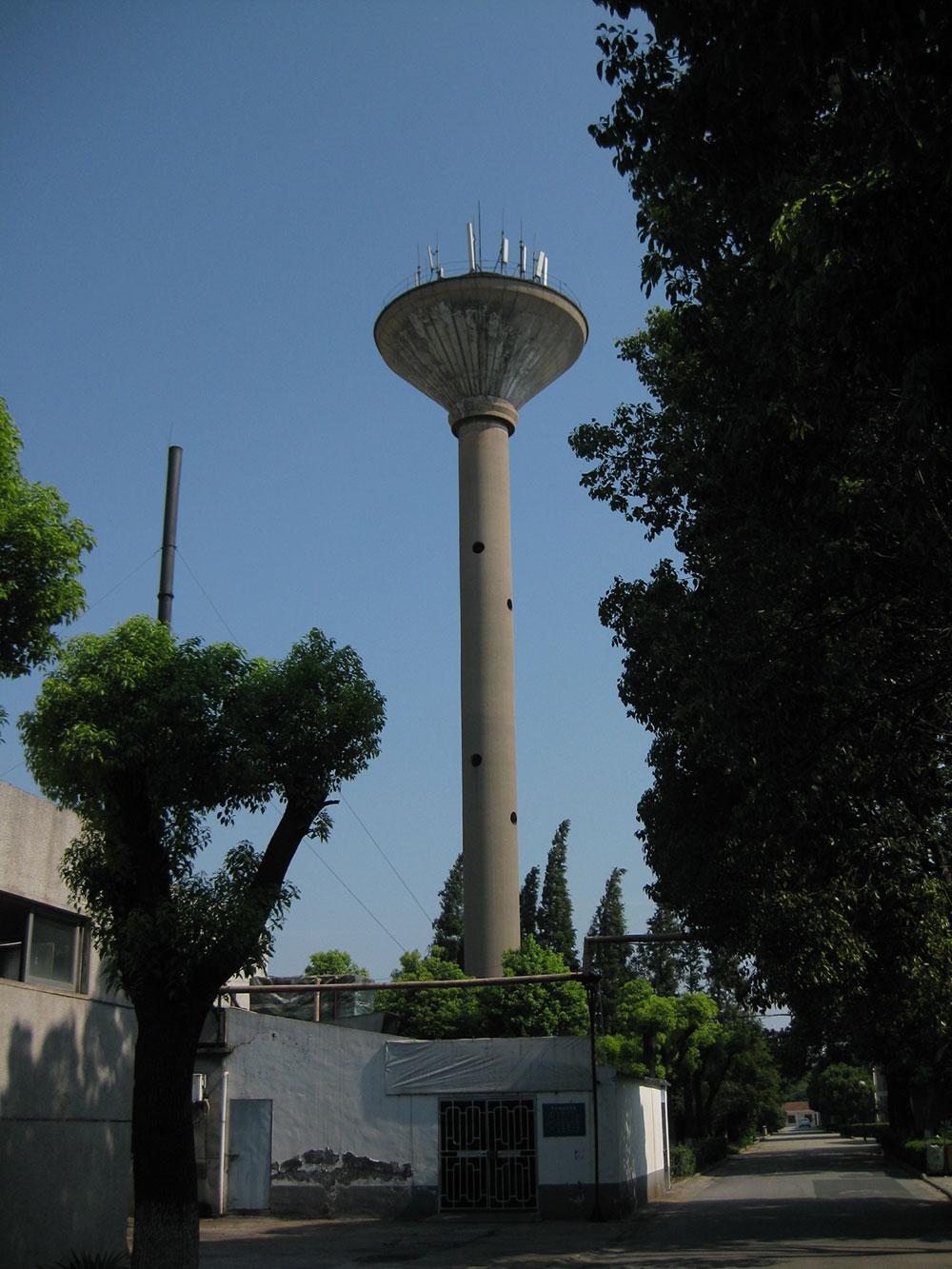水塔,库容150吨,高35米,呈倒锥...