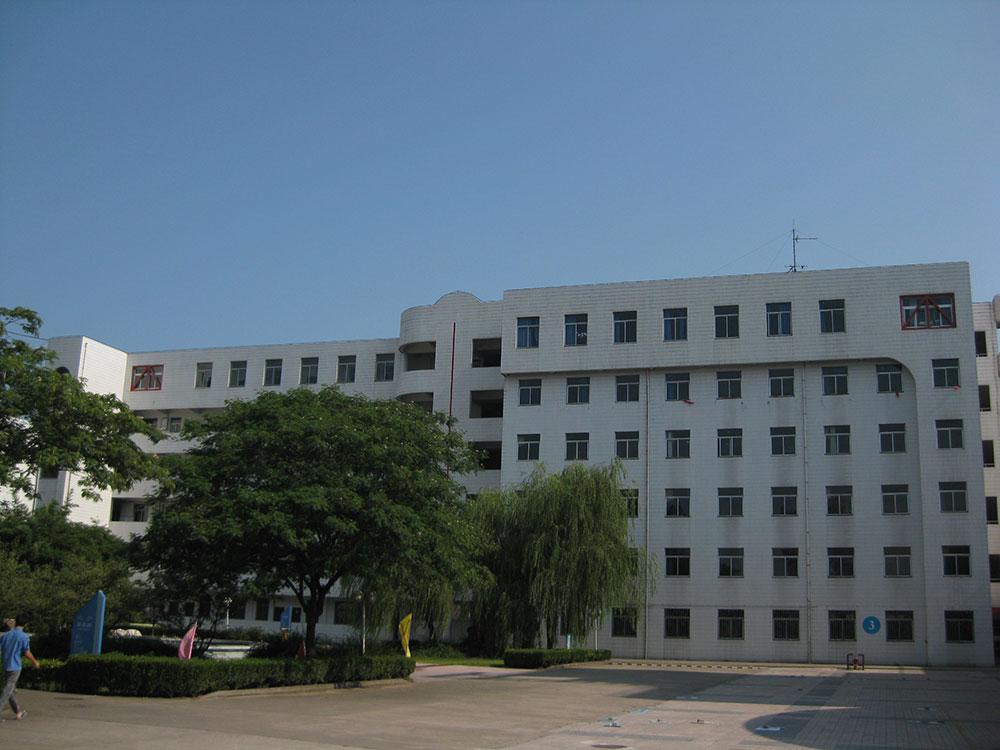 教学楼,框架结构,地上六层,总...