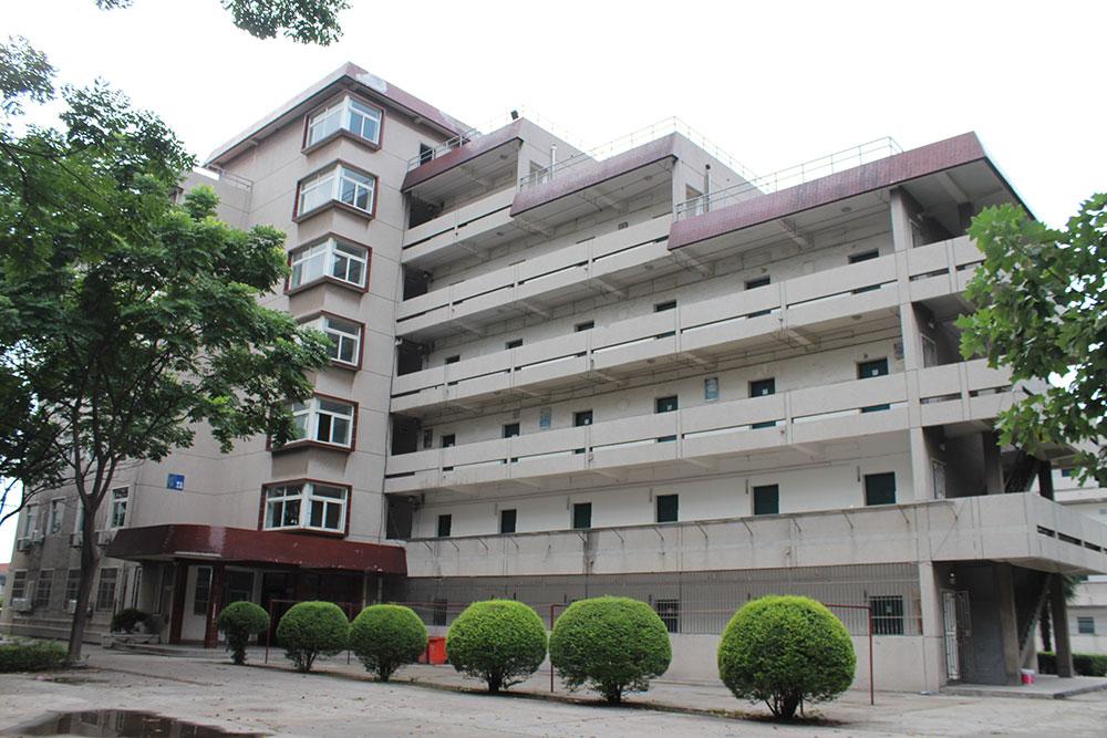 学生宿舍楼,砖混结构,地上七层...