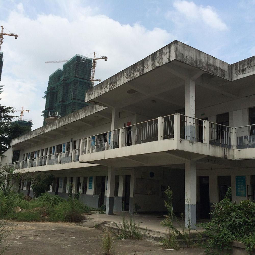 教学楼,砖混结构,地上二层,总...