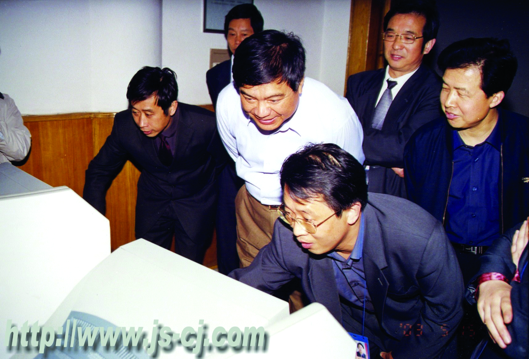 2003年5月,省建设厅厅长周游视察学校。